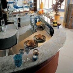 Bancone bar con piano in marmo