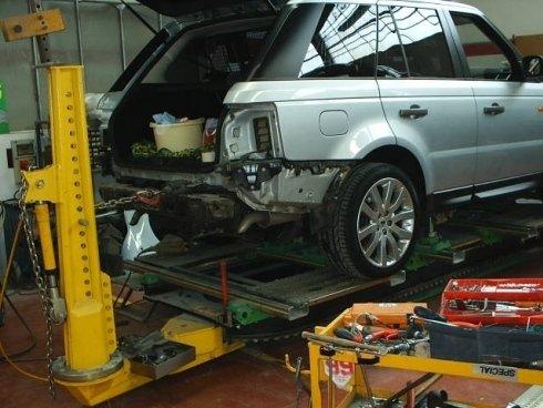 riparazione cofano auto