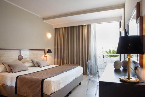 camera matrimoniale  con terrazza presso l'Hotel Mec Paestum a Capaccio
