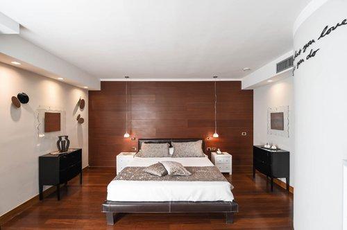 tipologia camera da letto matrimoniale in legno presso l'Hotel Mec Paestum a Capaccio