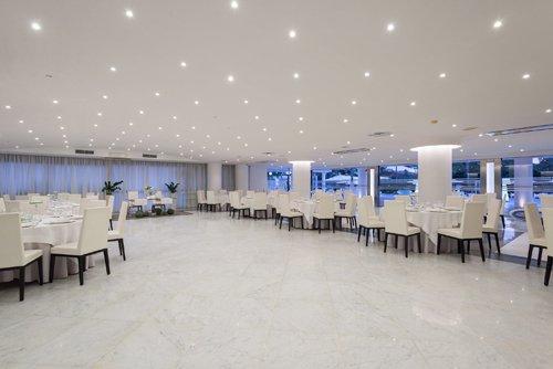 Vista panoramica del salone per banchetti presso l'Hotel Mec Paestum a Capaccio