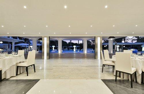 vista ravvicinata della sala per ricevimenti dell'Hotel Mec Paestum a Capaccio