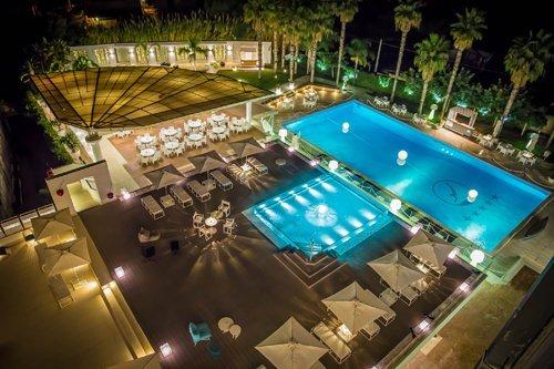 Vista dall'alto della piscina dell'Hotel Mec Paestum a Capaccio