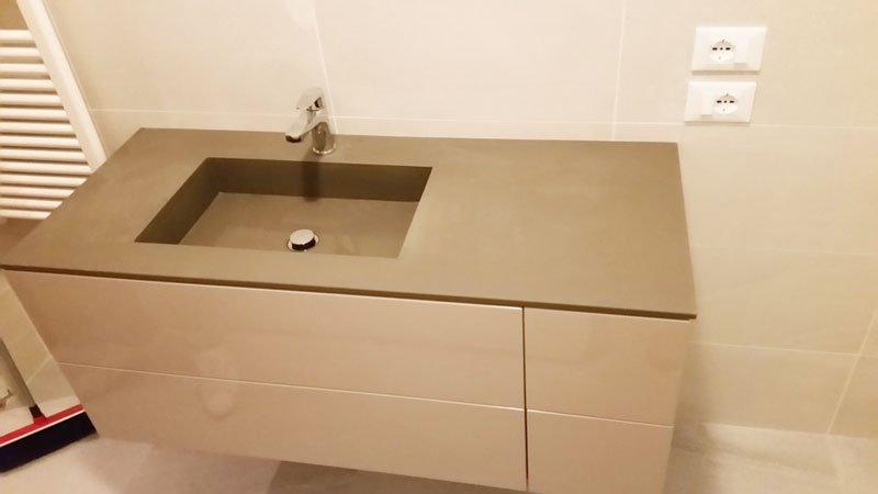 un lavabo moderno visto da vicino