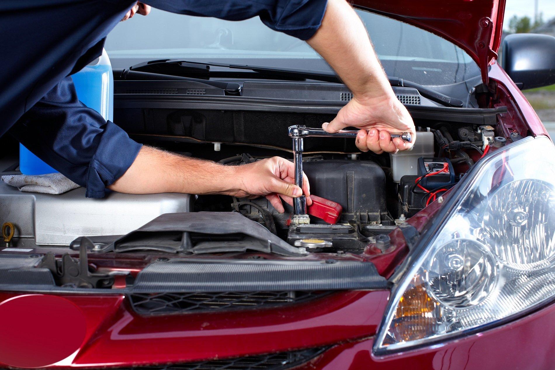 meccanico sistema un motore auto