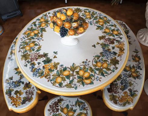 tavolo ceramica dipinto a mano