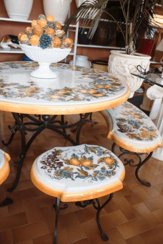 tavolo ceramica con frutta