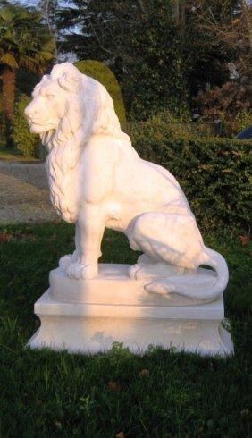 statua leone gigante