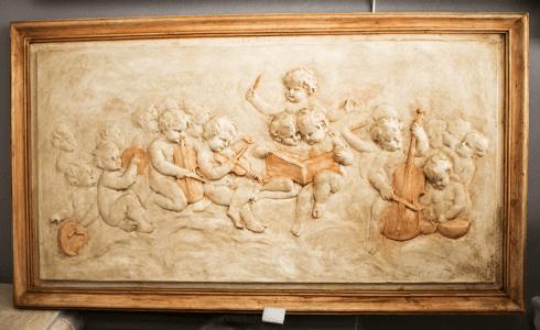 bassorilievo angeli musicisti chiaro