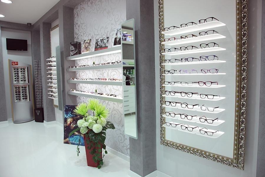 esposizione di occhiali da vista
