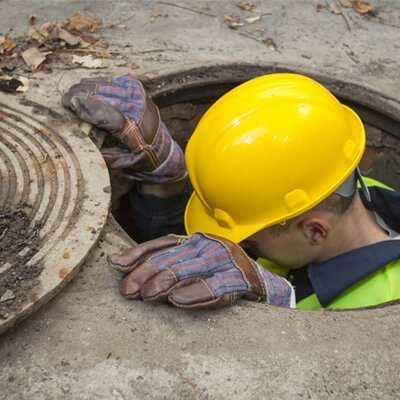 Drainage specialist in open manhole