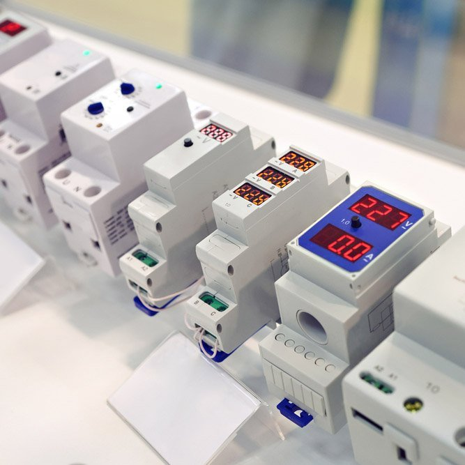 Vari modelli di contatori elettrici