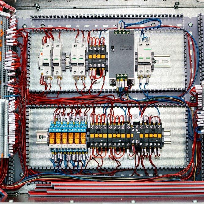Sistema elettrico di controllo di energia elettrica