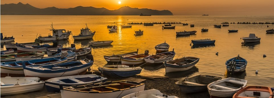 barche da pesca ormeggiate