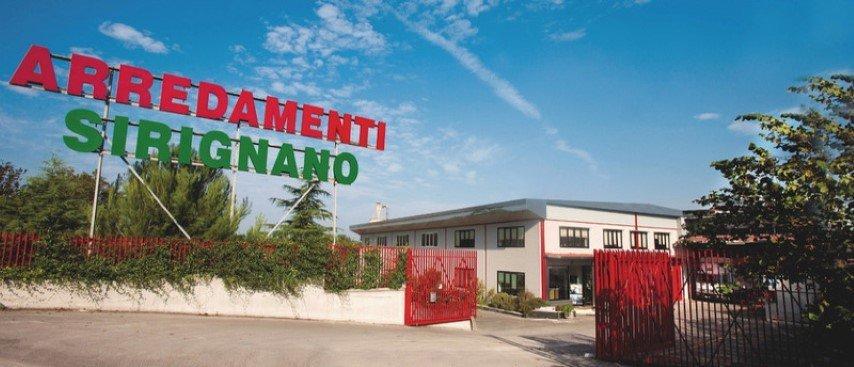 esterno negozio d'arredamento Sirignano