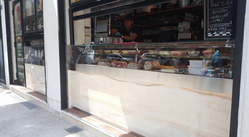 bancone da bar, negozi, ristoranti e reception Sirignano