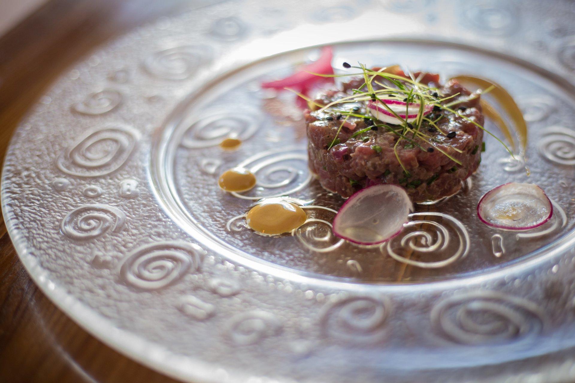 tartare di carne con germogli