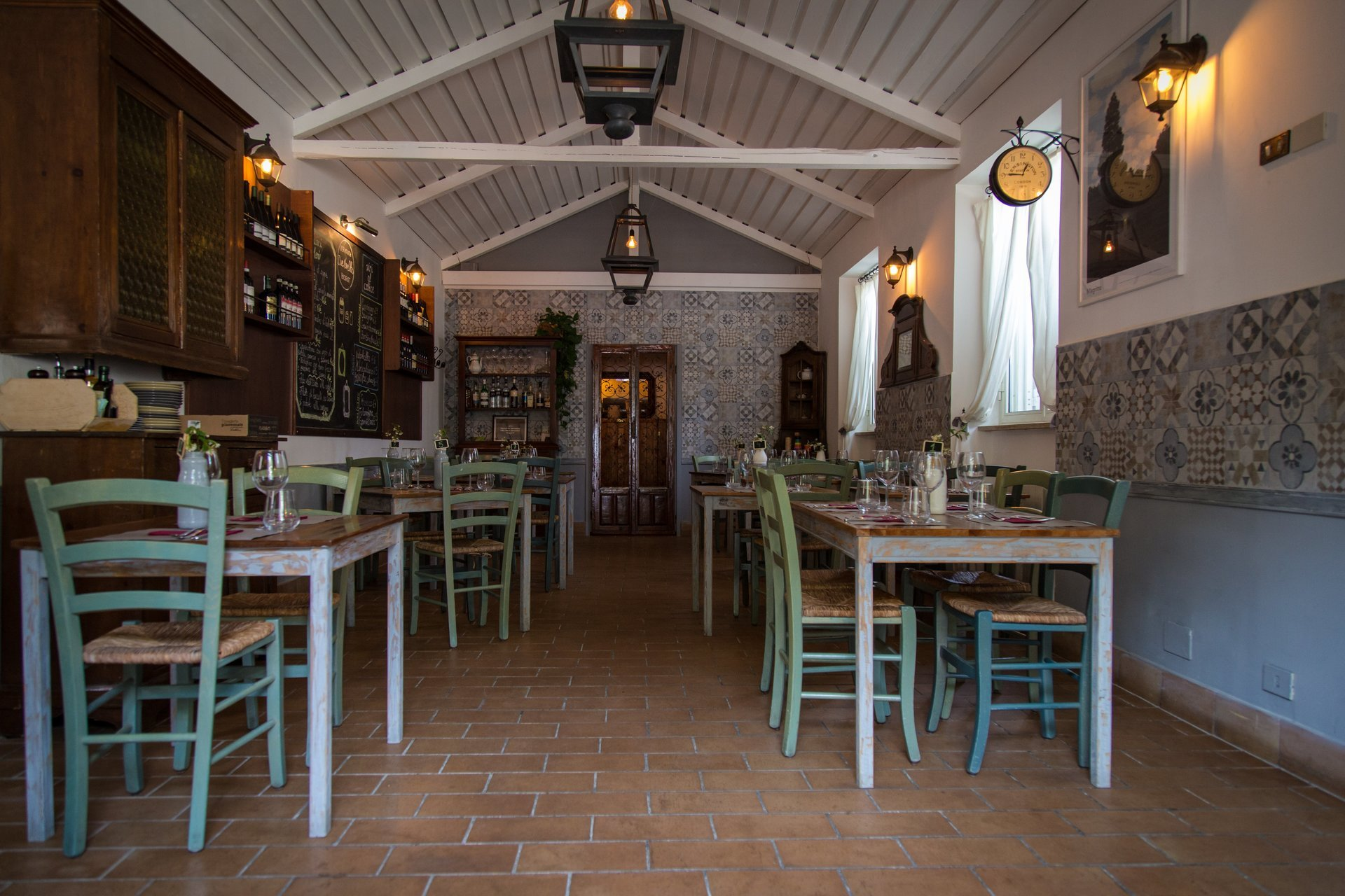 tavoli all'interno del ristorante