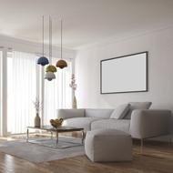 un salotto con divano e pouf grigi