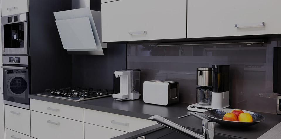 cucina moderna color grigio e bianco