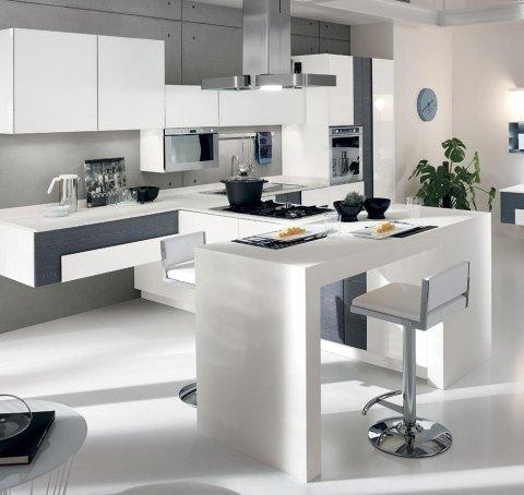 una cucina moderna di color bianco