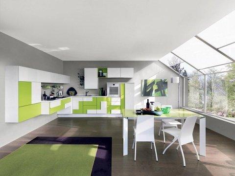 un tavolo con delle sedie e  una cucina moderna con mobili bianchi e verdi