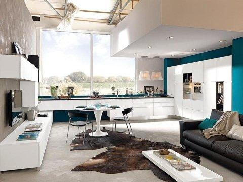 un salotto e cucina open space