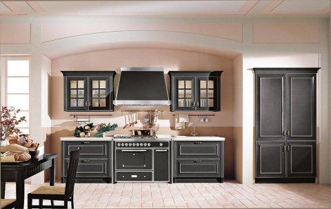 una cucina con mobili neri