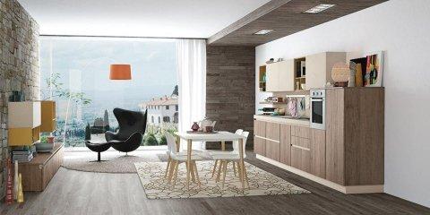 cucina con penisola immobili di color beige e marrone