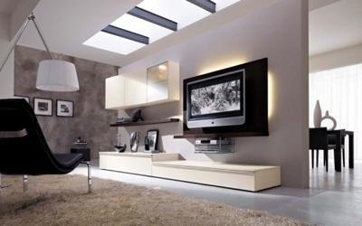 mobile da tv color avorio e una TV a muro