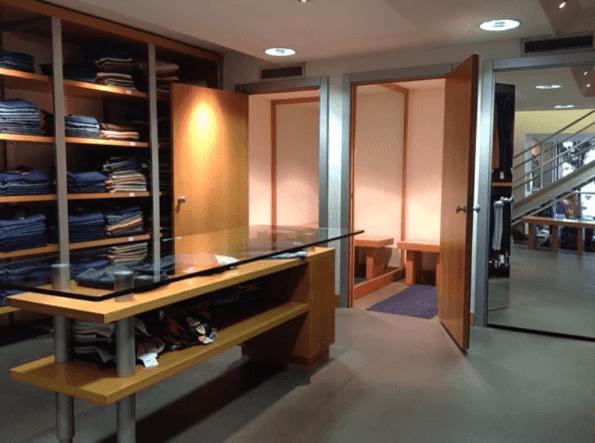 interno del negozio di abbigliamento