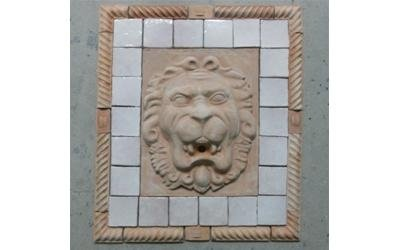 leone in ceramica su parete