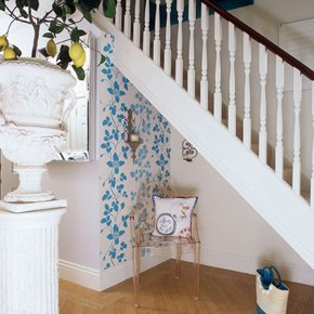 Wall painting - Horsham, West Sussex - S.T. Decorators & Property Maintenance