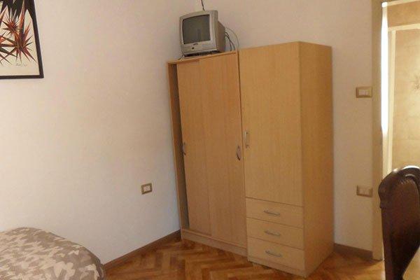Armadio in legno in una camera
