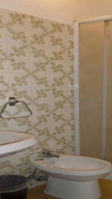 Dettaglio di un bagno in camera