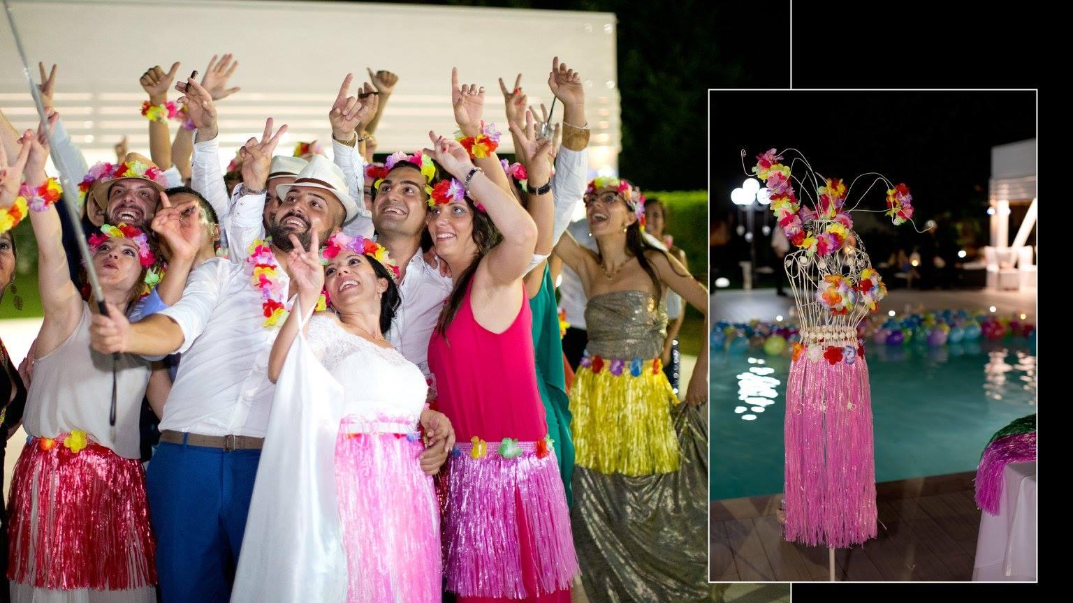 gruppo di persone vestite hawaiane