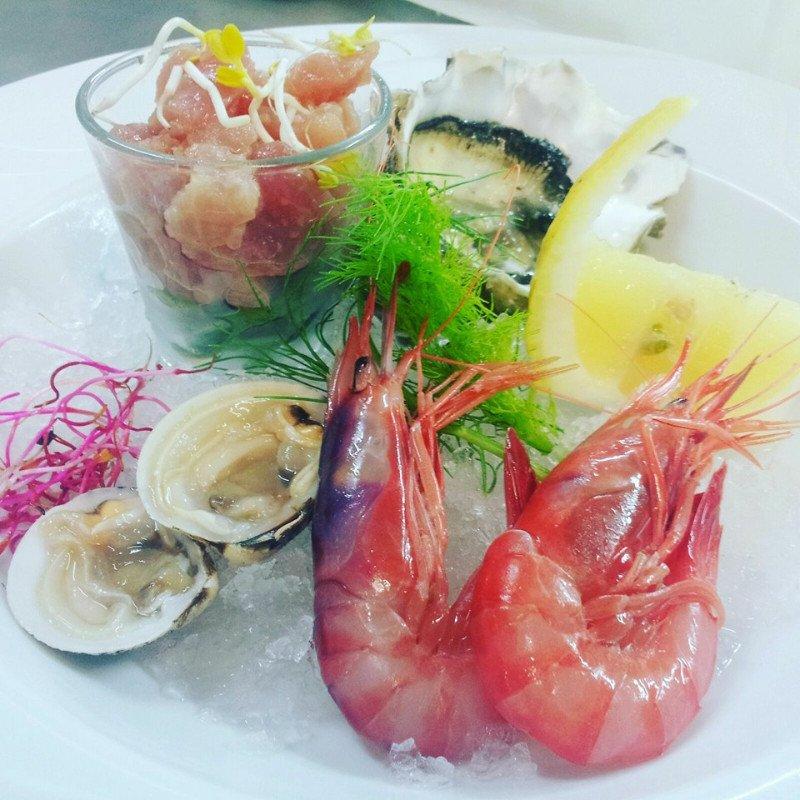 un piatto di pesce fresco