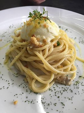 spaghetti con vongole e mozzarella