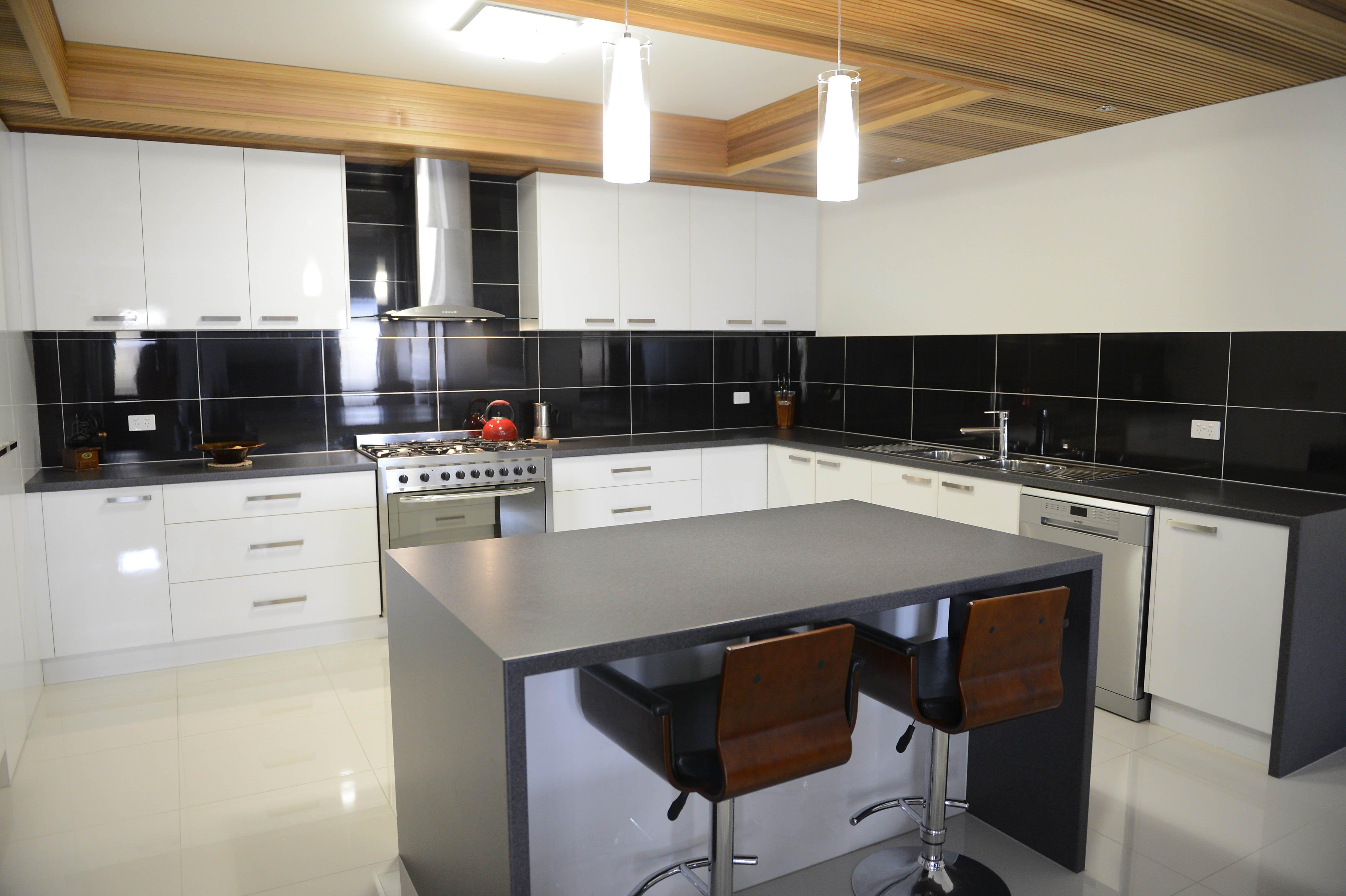 Stunning splashbacks how to choose your kitchen splashback solutioingenieria Gallery