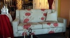 divano bianco con arredo di casa