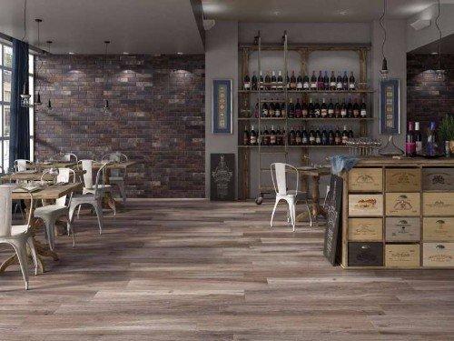 salotto con pavimentazione in legno
