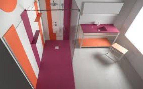 interno di un bagno moderno e colorato