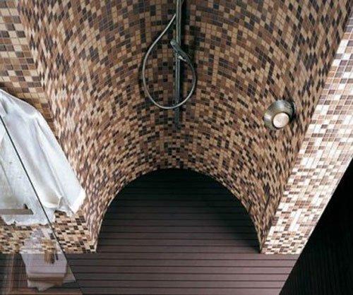 Cabina doccia con piastrelle a mosaico