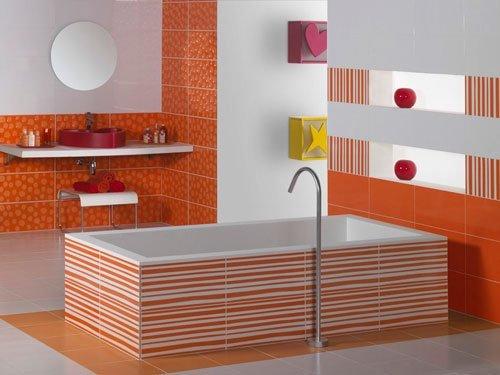 Vasca da bagno e bagno piastrellati di arancione