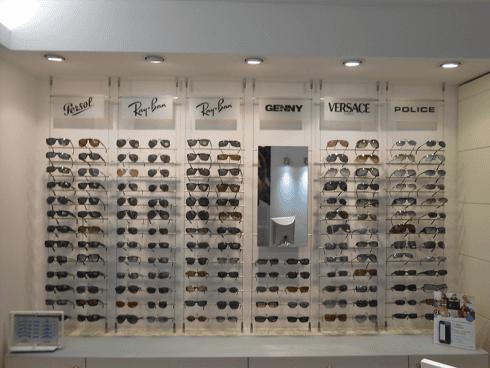 Un assortimento di occhiali da sole proposti dall