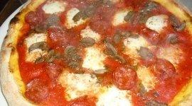 Pizze cotte su forno a legna pizzewria Solo Mattia