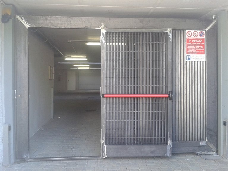 porta di sicurezza in acciaio