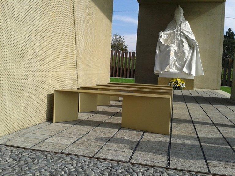 panche giardino della pace