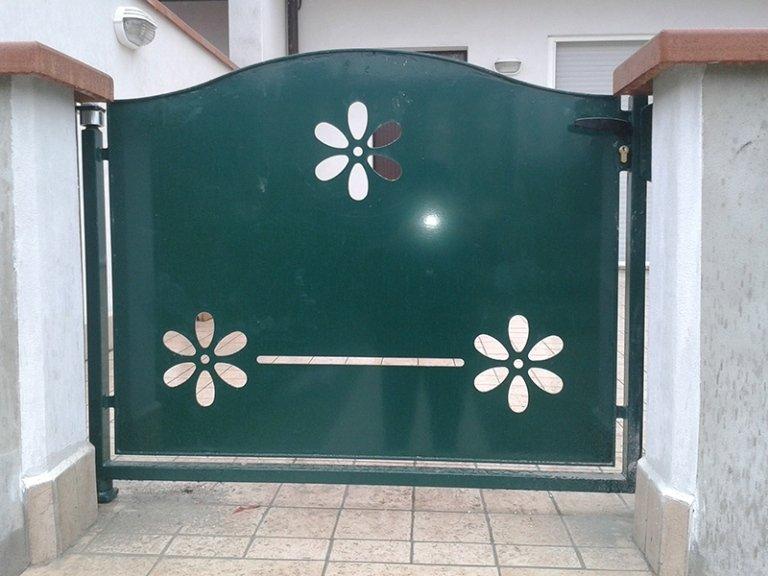 cancello con fiori