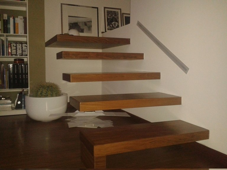 scala in legno sospesa